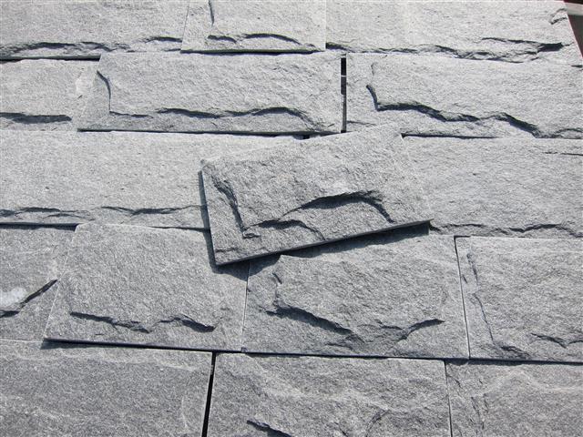 Formátovaný obklad – ručně vysekané plochy/řezané okraje